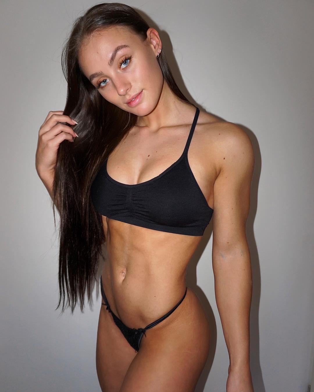 Fitness girl fuck